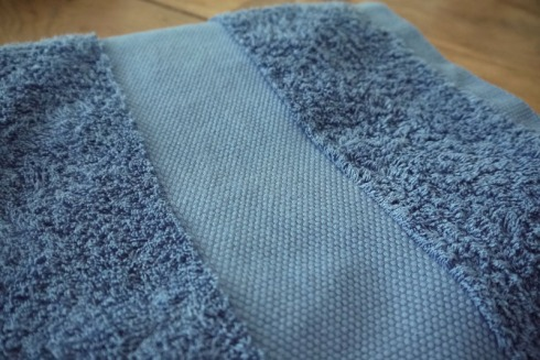 Duschtuch hessnatur | raupenblau