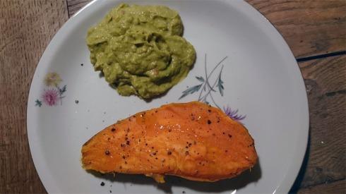 Ofen-Süßkartoffel mit Guacamole | raupenblau